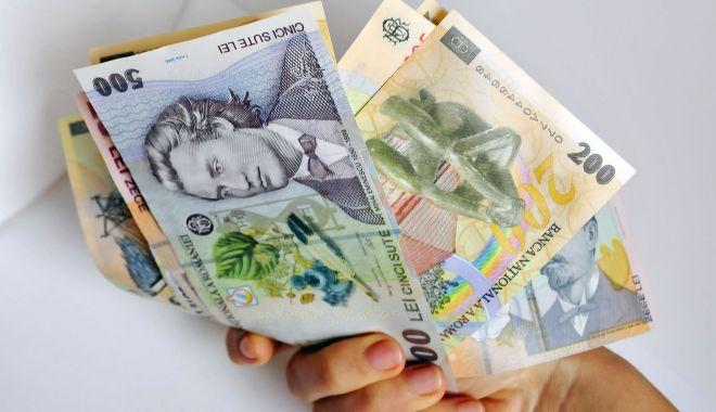 Foto: Leul pierde la euro și dolar, dar mușcă din francul elvețian