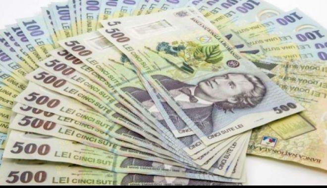 Foto: Leul pierde la euro și dolar, dar câștigă la franc elvețian