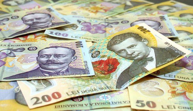 Foto: Leul câștigă la euro și dolar, dar pierde la franc elvețian