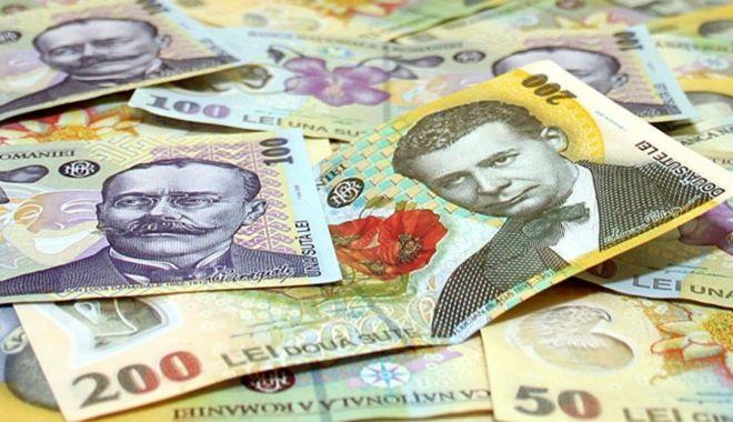 Foto: Leul mușcă din euro și dolar, dar pierde la franc elvețian