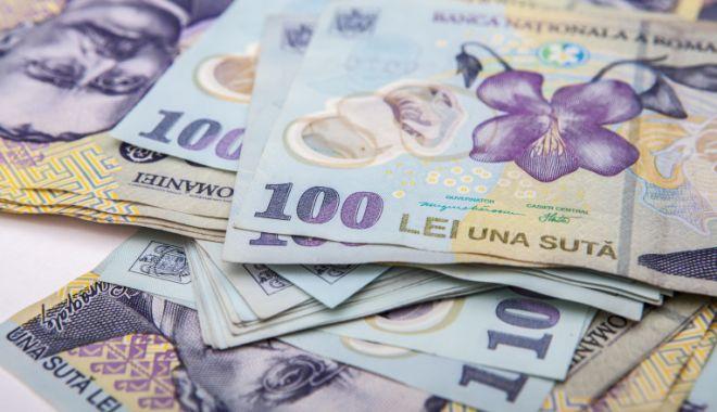 Leul pierde la euro și dolar, dar câștigă la francul elvețian - leul-1600701171.jpg