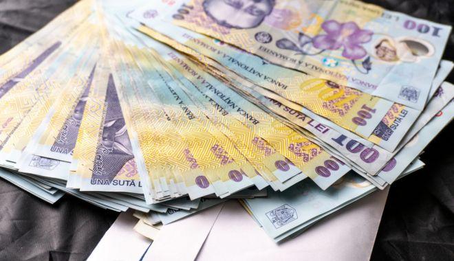 Leul pierde la euro și dolar, dar câștigă la francul elvețian - leul-1600883747.jpg