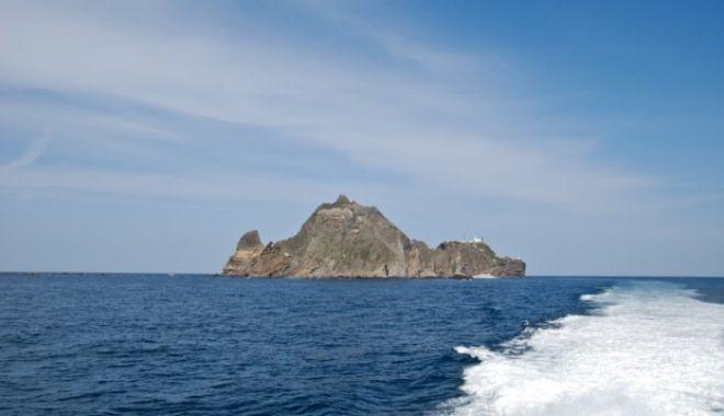 Cum a ajuns o bătrână de 81 de ani singura locuitoare a unei insule disputate de două țări - liancourtdokdogal34-1550395766.jpg