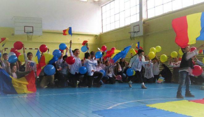 """Foto: Liceul Tehnologic """"Ion Podaru"""" din Ovidiu, la ceas aniversar"""