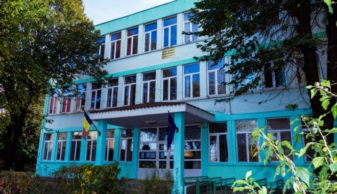 """Tensiuni la Liceul Teoretic """"Nicolae Bălcescu"""" Medgidia. Cadrele didactice au semnat o scrisoare pentru demiterea noului director numit - liceumedgidia-1610373859.jpg"""