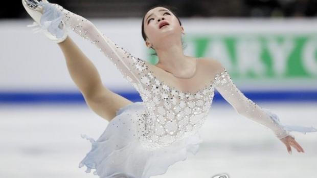 Foto: Scandal la Mondialele de patinaj. O sud-coreeancă acuză pe americanca Mariah Bell că a tăiat-o la picior