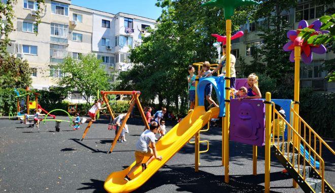 Foto: Loc de joacă nou, amenajat pe strada Năvodului