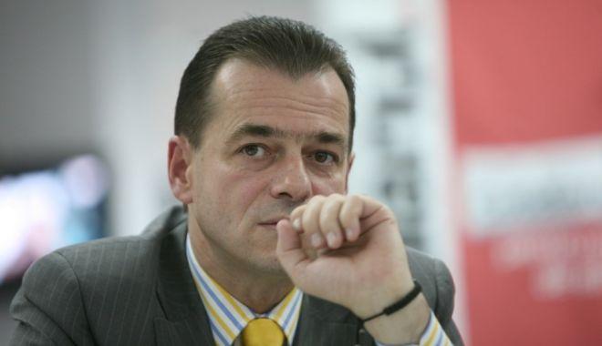 """Foto: Orban: """"După cum vedeți, la PSD se stă cu cuțitele pe masă sau cu cuțitele în valiză"""""""