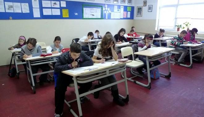 Record de elevi înscriși la Concursul Național de Matematică LuminaMATH - luminamath-1352914788.jpg