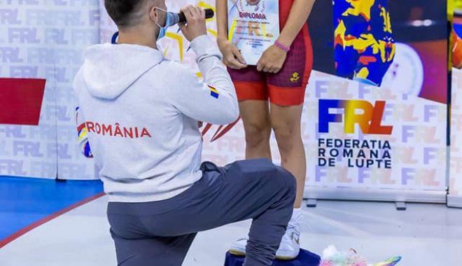 Lupte / Sportivă cerută în căsătorie chiar pe podiumul de premiere! - lupte-1603631096.jpg
