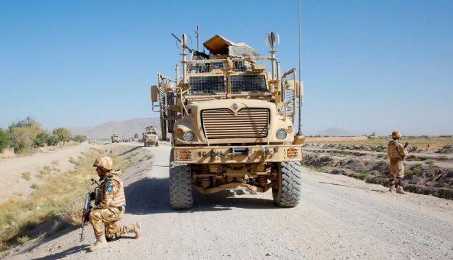 Foto: Doi dintre cei patru militari români răniți în Afganistan, transferați în Germania