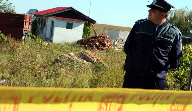 Foto: Macabru: cadavru găsit pe câmp, la marginea Constanței