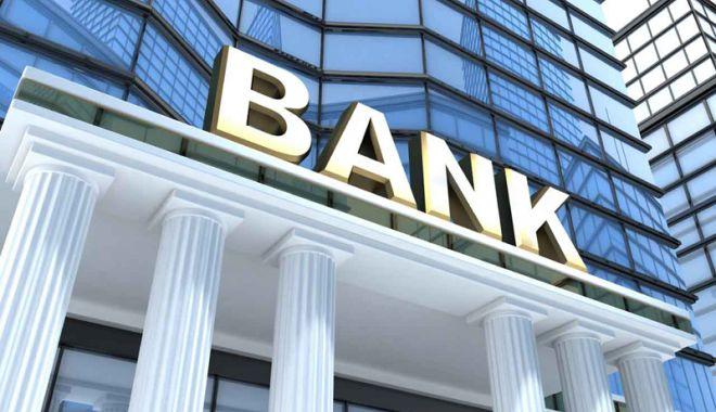 Foto: Majoritatea românilor nu au schimbat niciodată banca principală