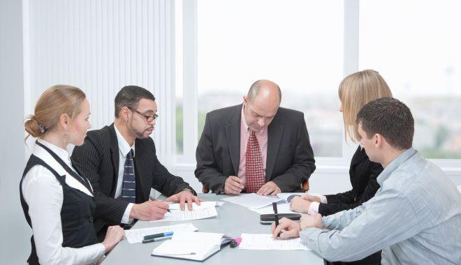Foto: Managerii se așteaptă la un declin accentuat al economiei