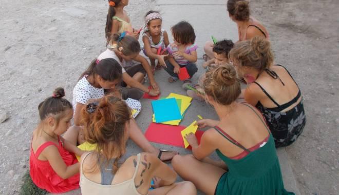 Activități artistice și educative pentru copiii nevoiași - mangalia1-1440065119.jpg