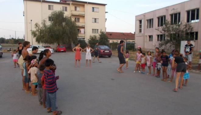 Activități artistice și educative pentru copiii nevoiași - mangalia2-1440065130.jpg