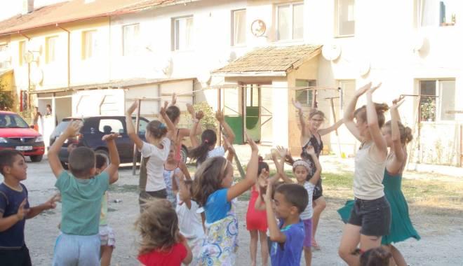 Activități artistice și educative pentru copiii nevoiași - mangalia4-1440065142.jpg