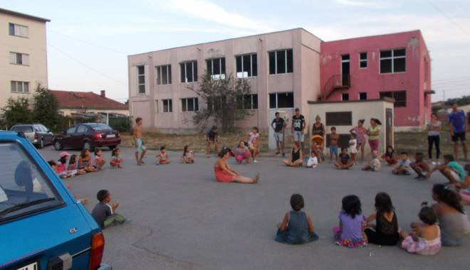 Activități artistice și educative pentru copiii nevoiași - mangalia5-1440065155.jpg