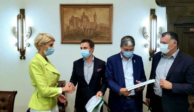 Primarul Mangaliei, Radu Cristian, a semnat încă trei proiecte cu bani europeni - mangaliaprint-1599243538.jpg