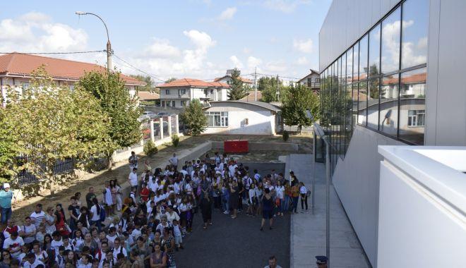 Primăria Mangalia va cumpăra tablete cu bani europeni, pentru elevii și profesorii orașului - mangaliatablete-1606758050.jpg
