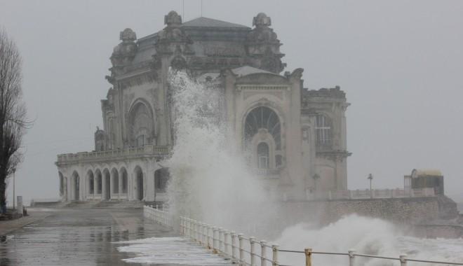 Valuri de peste șapte metri la Marea Neagră / FOTOGRAFII SENZAȚIONALE - mare-1327568956.jpg