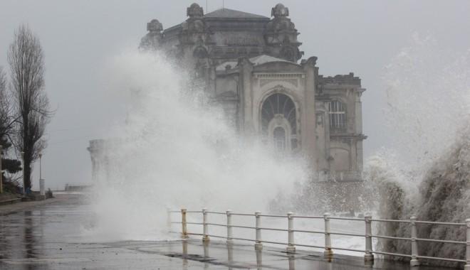 Valuri de peste șapte metri la Marea Neagră / FOTOGRAFII SENZAȚIONALE - marea1-1327568971.jpg