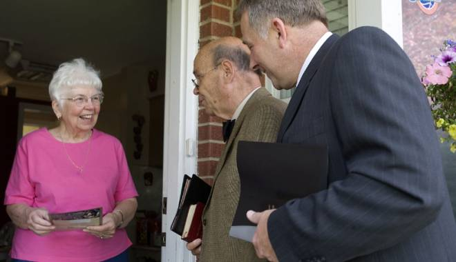 Foto: Cum să scapi  de Martorii lui Iehova