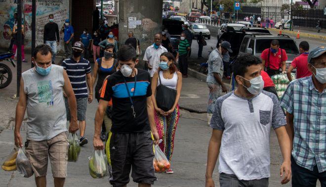 Foto: OMS recomandă purtarea măștilor de protecție în public