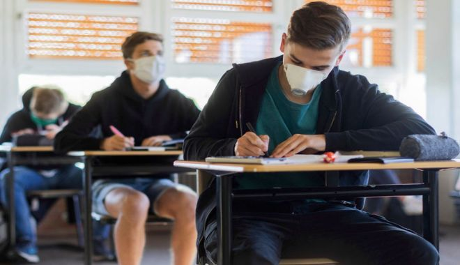 Bacalaureat 2020, sesiunea specială. 141 de absolvenți ai clasei a XII-a susțin astăzi proba de Limba română - masca-1594016342.jpg