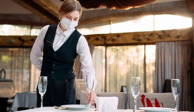 DECIZIE. Se deschid restaurantele, la Constanţa - masca-1611739563.jpg