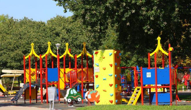 Masca de protecţie, obligatorie pentru însoţitorii copiilor, în Ţara Piticilor şi Gravity Park - mascadeprotectie-1603381665.jpg