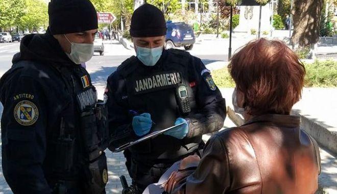 Controale în autobuze. Cine nu poartă mască va fi amendat! - mascajandarmi2-1602075068.jpg