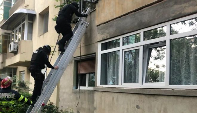 Două femei sechestrate într-un apartament, salvate de mascați pe geam - mascati-1623049913.jpg