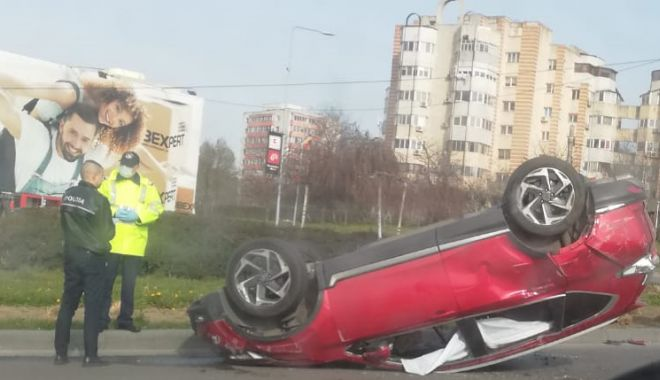 Mașină răsturnată la ieșire din Constanța - masina-1585231501.jpg
