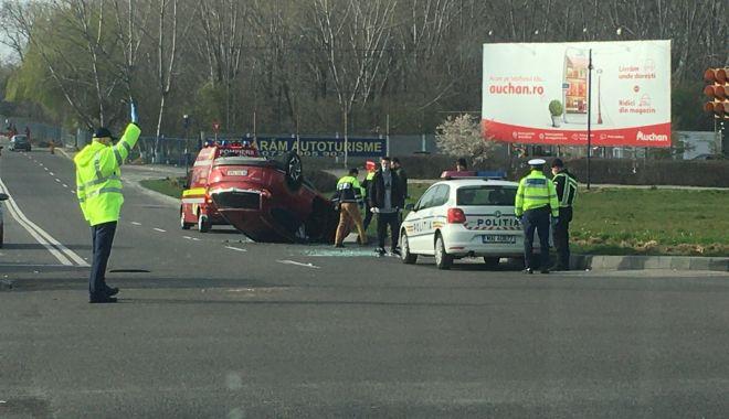 Mașină răsturnată la ieșire din Constanța - masina2-1585232166.jpg