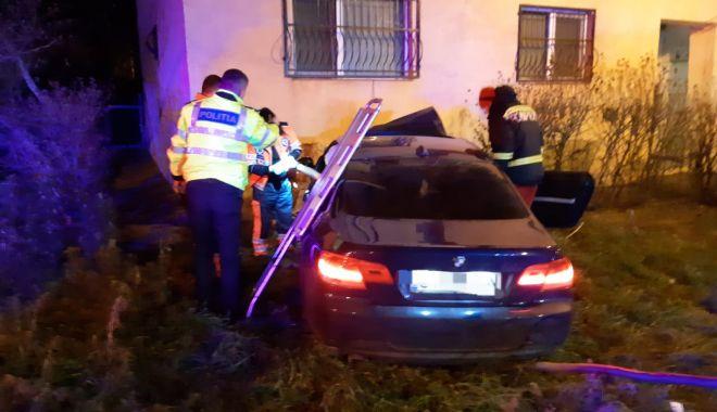 Viteza la volan: a intrat cu mașina în peretele blocului! - masinainbloc-1577057002.jpg