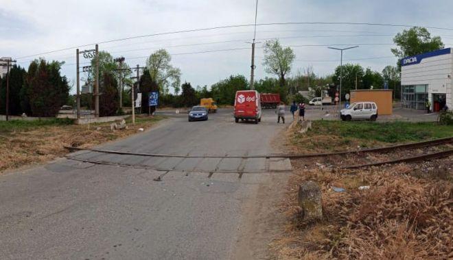 Mașină lovită de tren, la Mangalia. Două persoane rănite - masinalovita-1589810314.jpg