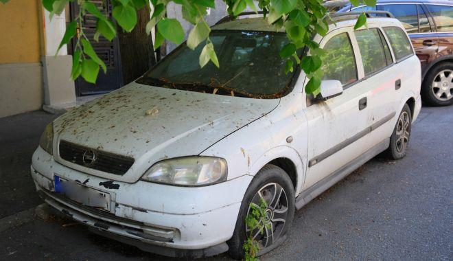 Administrația locală, cu ochii pe vehiculele lăsate în paragină pe străzile Constanței - masiniabandonate2-1588611436.jpg