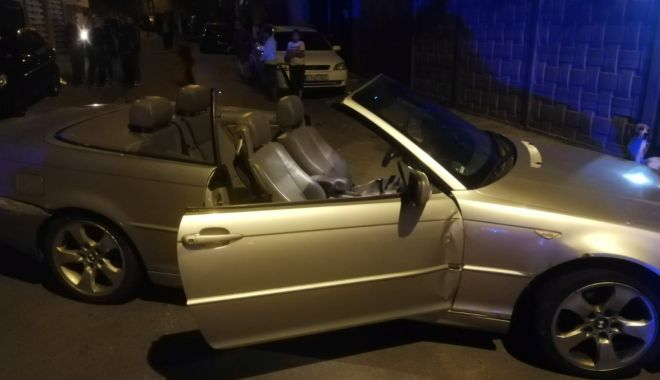 Foto: Mașini făcute praf în parcare, de o decapotabilă. Șoferul va fi audiat, astăzi, la Poliție