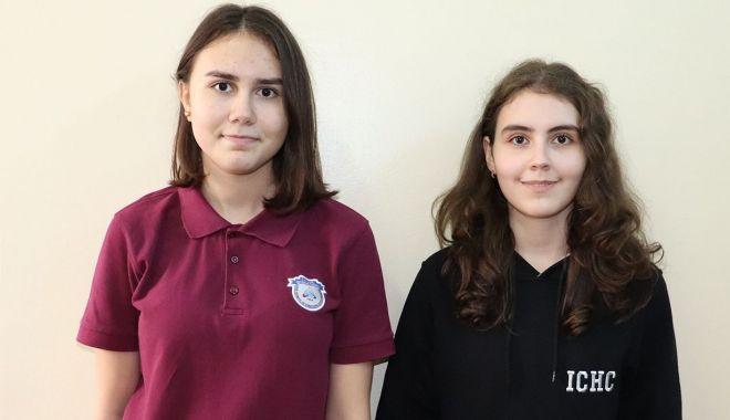 Foto: Două eleve de la Liceul Internațional, premiante la matematică