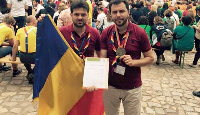 """Foto: Medalie de aur pentru  corala """"Armonia"""""""