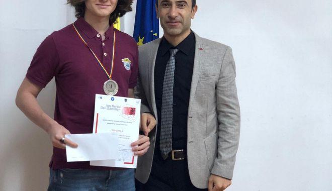 Edis Memiș, de la Liceul Internațional de Informatică din Constanța, medaliat cu argint la un nou concurs de matematică - memis3-1541490574.jpg