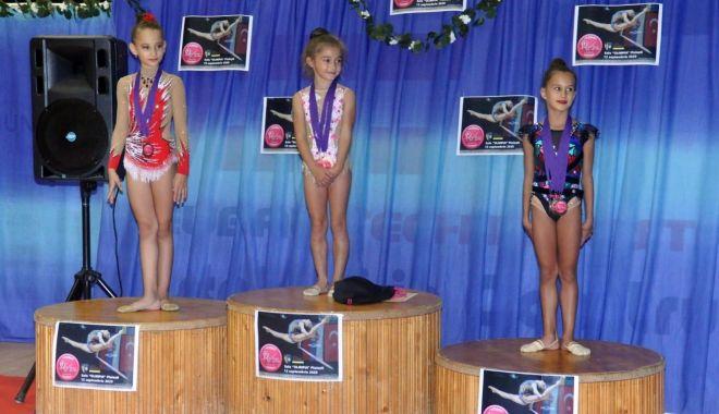 7 medalii pentru micuţele gimnaste din Cumpăna, la Naţionale - micutele-1600181038.jpg
