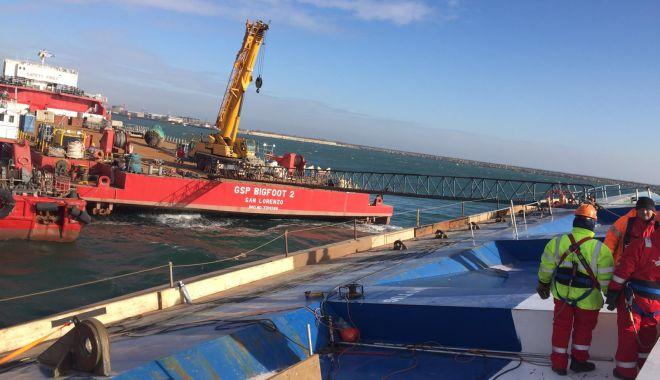 Foto: Epava din portul Midia va fi repusă pe poziție săptămâna viitoare