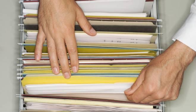 Foto: Mii de cărți de muncă, abandonate la ITM Constanța!