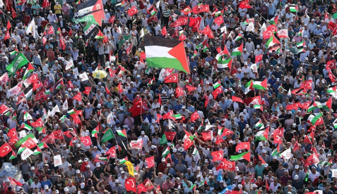 Mii de persoane  au manifestat,  la Istanbul, împotriva  deciziei SUA  privind Ierusalimul - miidepersoaneaumanifestatlaistan-1512990909.jpg