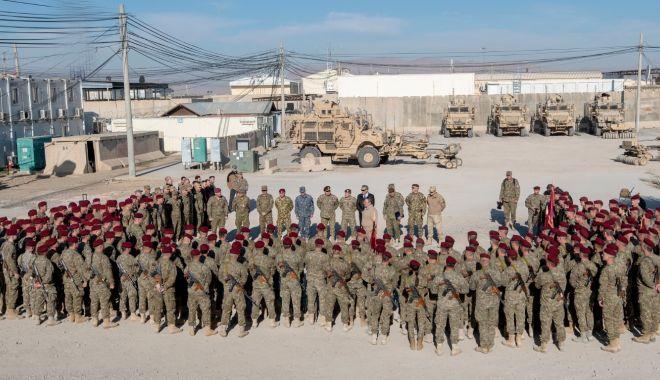 Foto: Surpriză pentru militarii români din Afganistan! Descinderi la Kandahar și Kabul