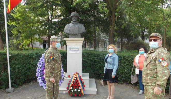 Foto: Respect, Ionel Drăgușanu! Flori la monumentul dedicat eroului căzut în Afganistan