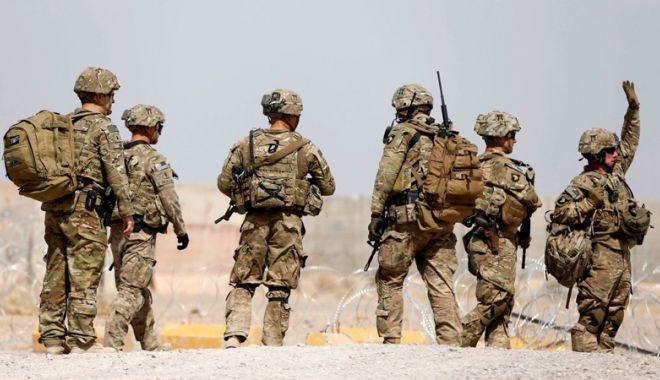 Foto: Zeci de militari morți în Afganistan după ce baza  le-a fost atacată  de talibani