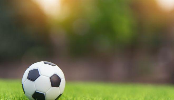 Foto: Fotbal / Încă un arbitru a fost depistat pozitiv la COVID-19